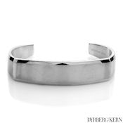 8252 $45 D&K Jules collection 44g polished and brushed silver finish,16mm wide 7in long 3mm deep MSRP $120
